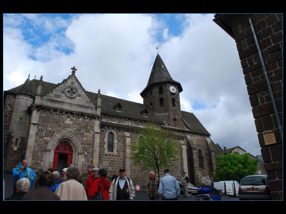 Eglise Saint-Pierre, détruite lors de la guerre de cent ans, a été reconstruite par Bonne de Berry et son fils Bernard VIII dArmagnac