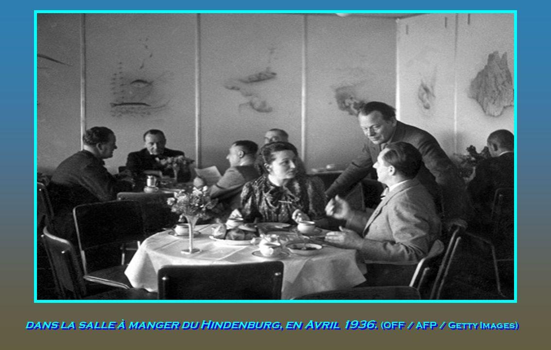 Une photographie en couleur de la salle à manger à bord du Hindenburg. (Deutsches Bundesarchiv / Archives fédérales allemandes)