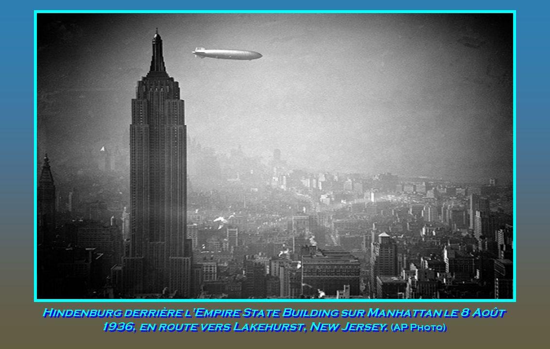 l'équipe au sol du Hindenburg, ci-dessus à la station de l'US Navy Air à Lakehurst, New Jersey. (Avec l'aimable autorisation de la Bibliothèque publiq