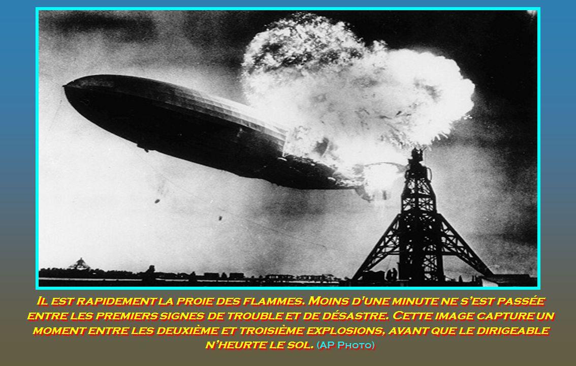 À environ 07h25, heure locale, le zeppelin Hindenburg a pris feu et commence à piquer du nez vers le poste d'amarrage de la station aéronavale de Lake