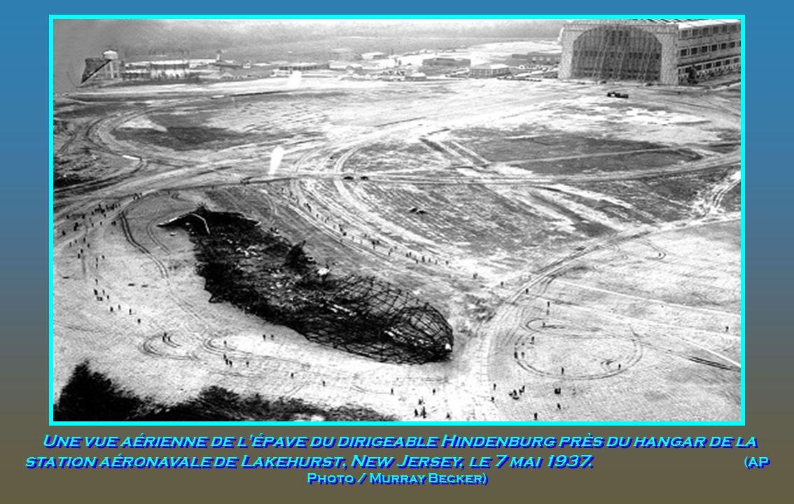 Les membres survivants de l'équipage du Hindenburg sont photographiés à la station aéronavale de Lakehurst, New Jersey, le 7 mai 1937. Sauter Rudolph,