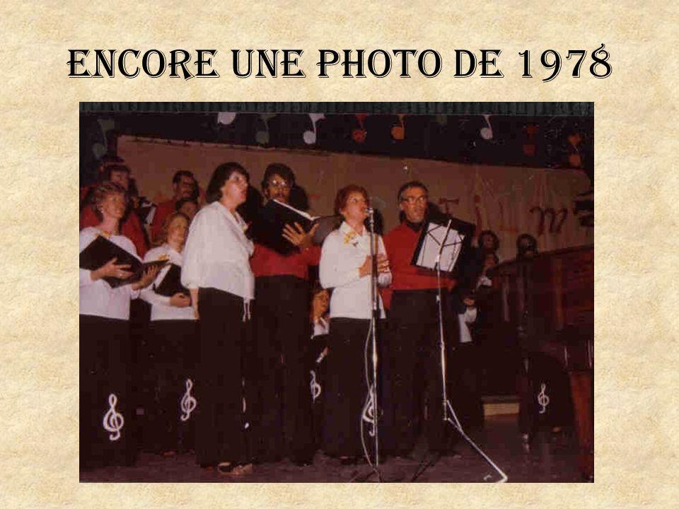 Les choristes en 1996 lors du 25ième