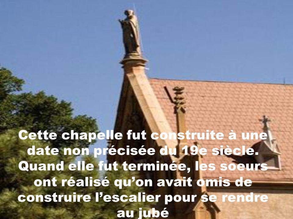 Ce qui différencie cette chapelle de toutes les autres, cest la légende qui veut quun miracle y soit survenu lors de la construction de lescalier qui
