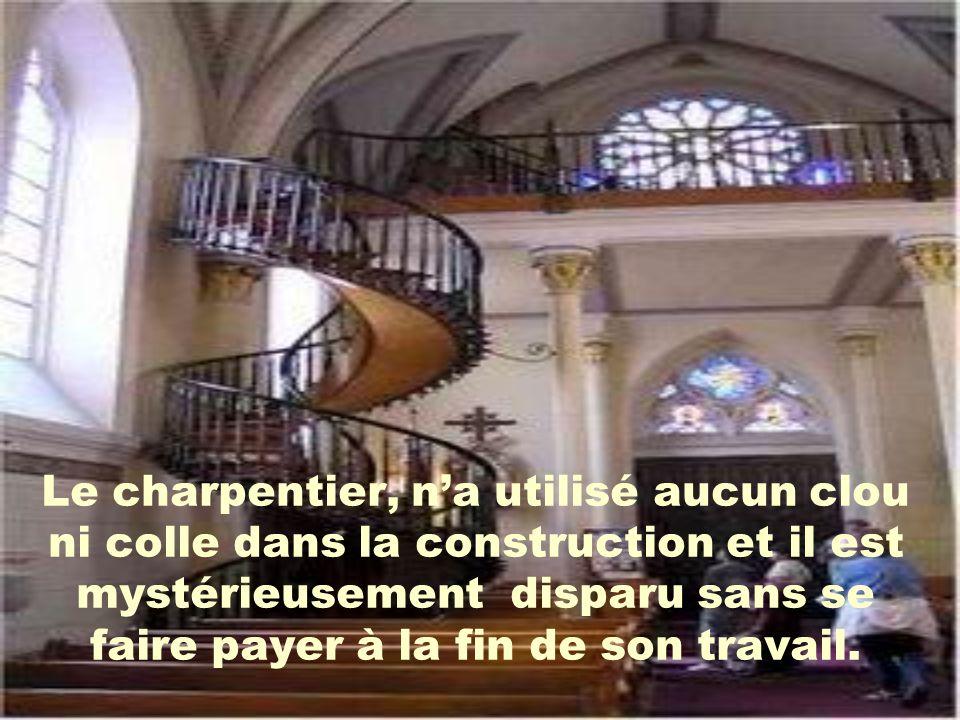 Le charpentier, na utilisé aucun clou ni colle dans la construction et il est mystérieusement disparu sans se faire payer à la fin de son travail.