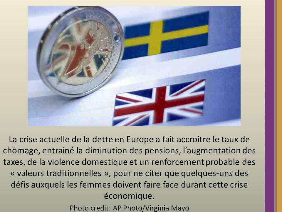 La crise actuelle de la dette en Europe a fait accroitre le taux de chômage, entrainé la diminution des pensions, laugmentation des taxes, de la violence domestique et un renforcement probable des « valeurs traditionnelles », pour ne citer que quelques-uns des défis auxquels les femmes doivent faire face durant cette crise économique.