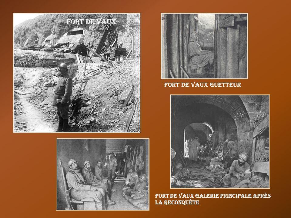 Poilus dans tranchée devant Thiaumont Les Eparges (près de Verdun) Verdun observateur suivant une attaque, tranchée Duval