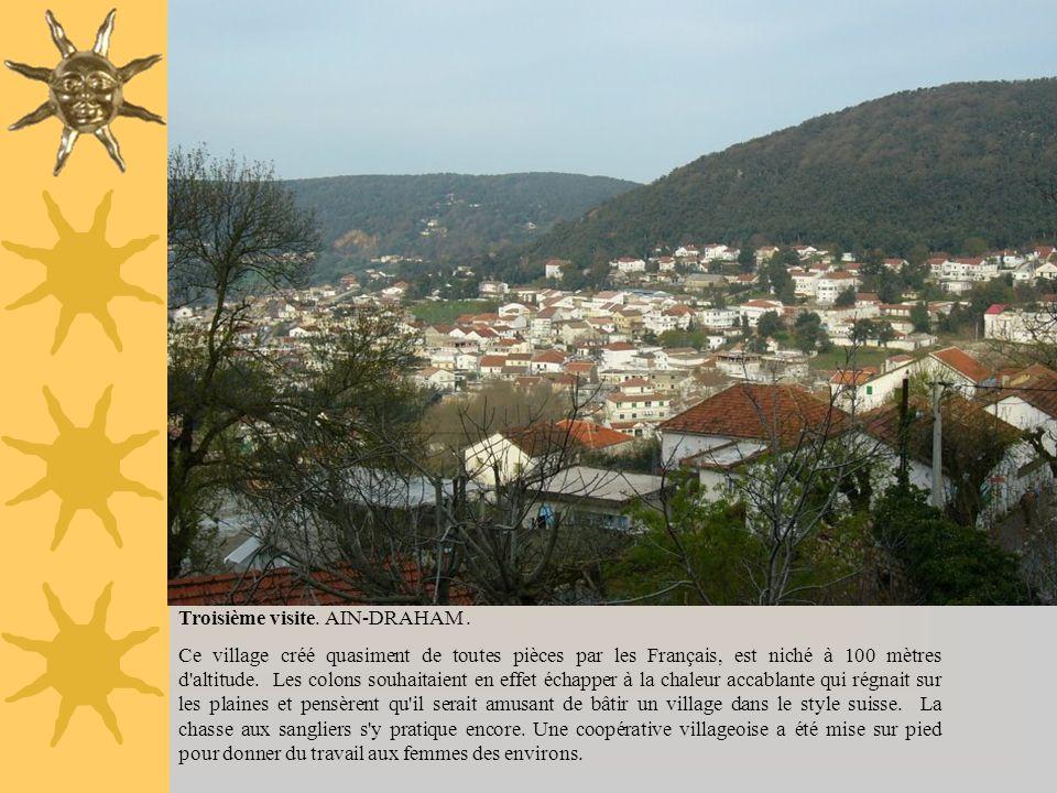 Troisième visite. AIN-DRAHAM. Ce village créé quasiment de toutes pièces par les Français, est niché à 100 mètres d'altitude. Les colons souhaitaient