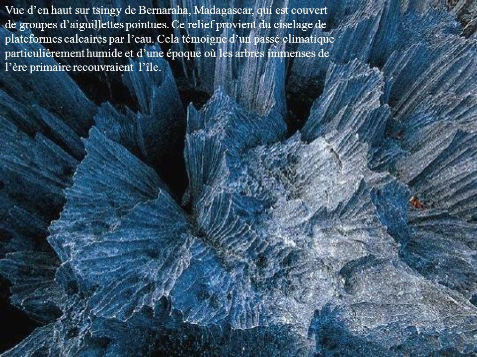 En Ethiopie le site hydrothermal de Dallol déploie un arc en ciel minéral et sombre dans le coeur de la dépression Danakil, qui occupe le fond du Rift