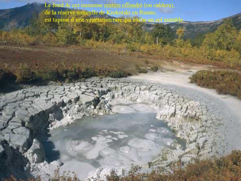 En Ethiopie le site hydrothermal de Dallol déploie un arc en ciel minéral et sombre dans le coeur de la dépression Danakil, qui occupe le fond du Rift.