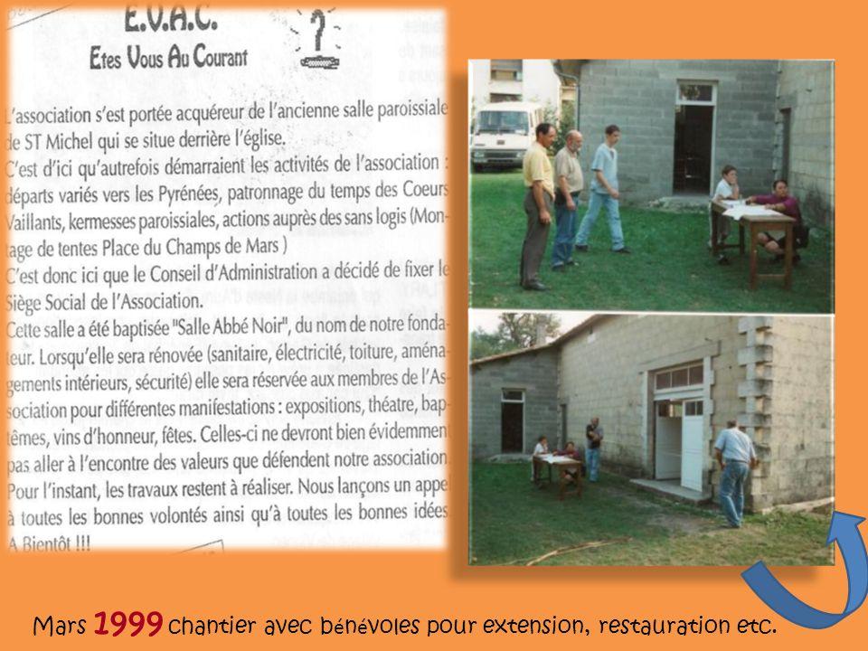 Mars 1999 chantier avec b é n é voles pour extension, restauration etc.