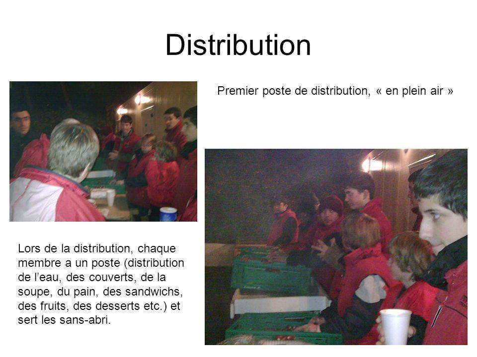 Distribution Lors de la distribution, chaque membre a un poste (distribution de leau, des couverts, de la soupe, du pain, des sandwichs, des fruits, des desserts etc.) et sert les sans-abri.