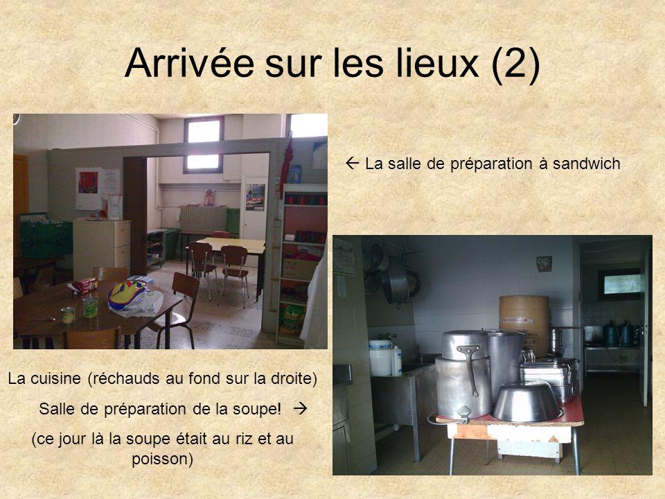 Arrivée sur les lieux (2) La salle de préparation à sandwich La cuisine (réchauds au fond sur la droite) Salle de préparation de la soupe.