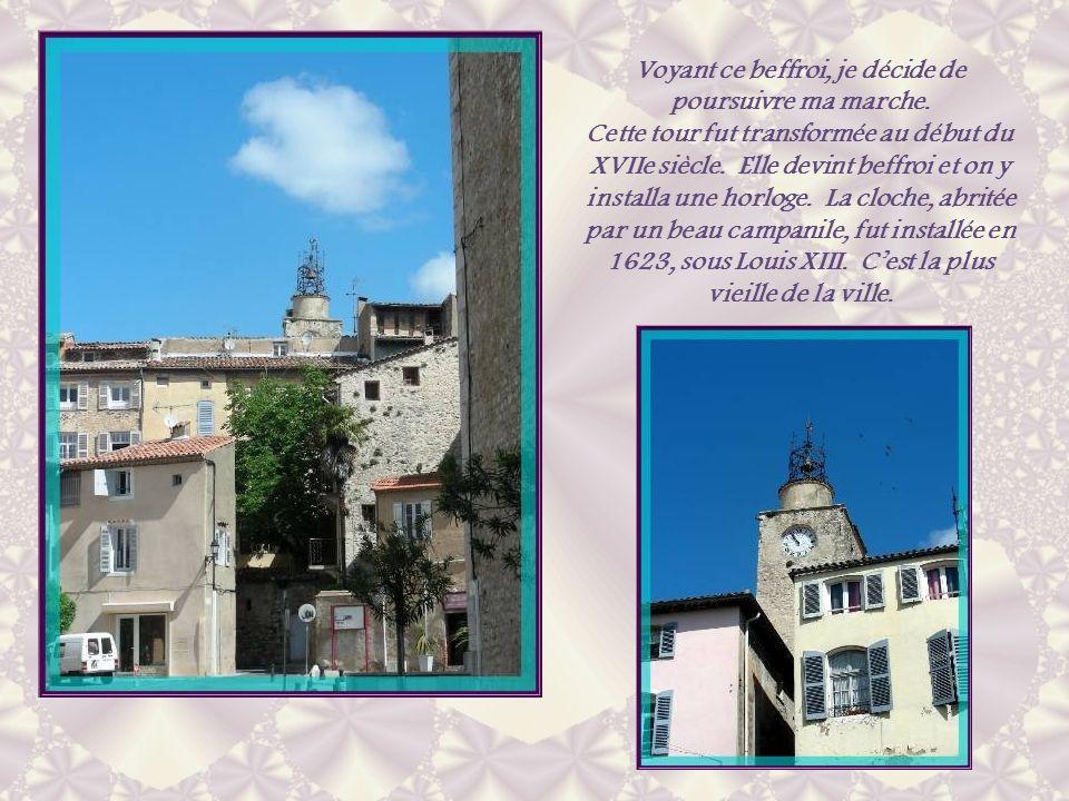 A première vue, la place nannonce pas des constructions très anciennes massées autour de leur église… Elle est assez dégagée.