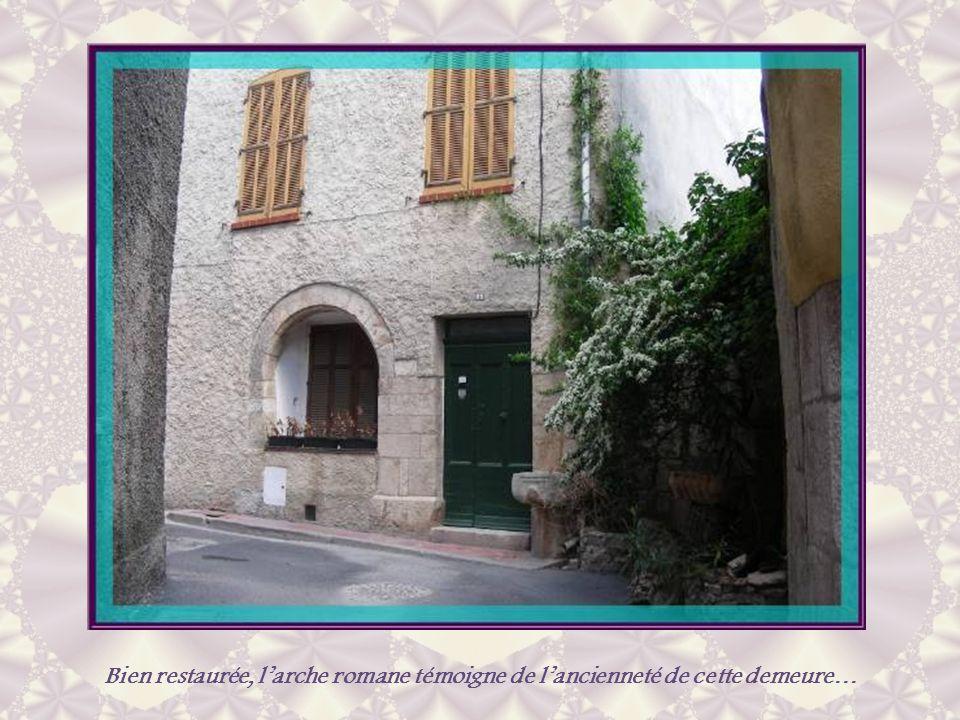 Vers 1156, les Templiers sinstallèrent à Lorgues et établirent la commanderie du Ruou. Ils dotèrent alors la ville de solides remparts qui furent rema