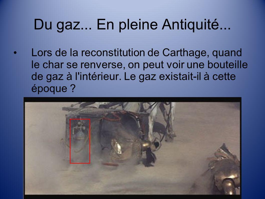 Un intrus .Lors de la reconstitution de Carthage, on peut voir un caméraman caché dans le char.