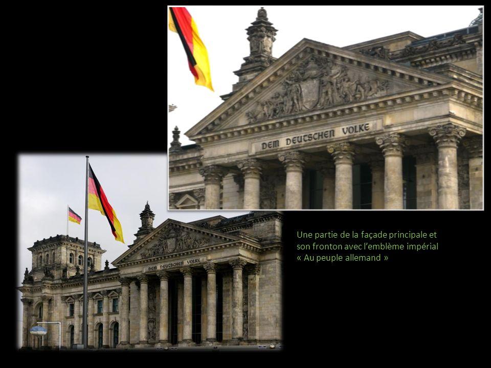 Colonnes de la façade Et décorations murales