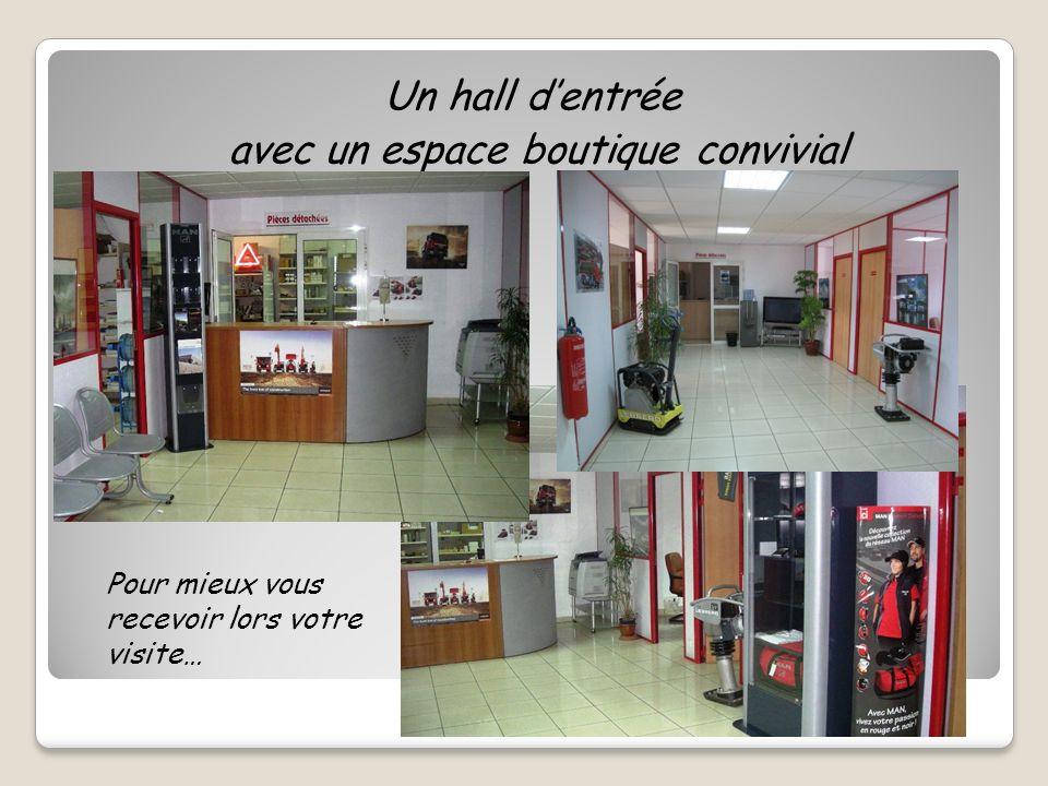 Un hall dentrée avec un espace boutique convivial Pour mieux vous recevoir lors votre visite…