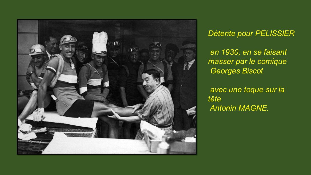 Photo de 1927 10éme étape Bayonne – Luchon Le public est présent le succès populaire se développe dans les années 30.