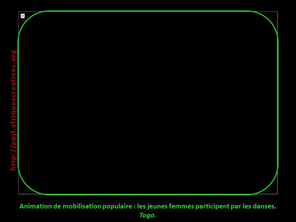 Animation de mobilisation populaire : les jeunes femmes participent par les danses. Togo. http:// ppjf.afriquescreatives.org