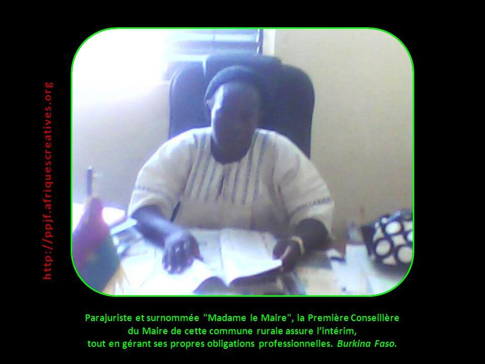 Parajuriste et surnommée Madame le Maire , la Première Conseillère du Maire de cette commune rurale assure lintérim, tout en gérant ses propres obligations professionnelles.
