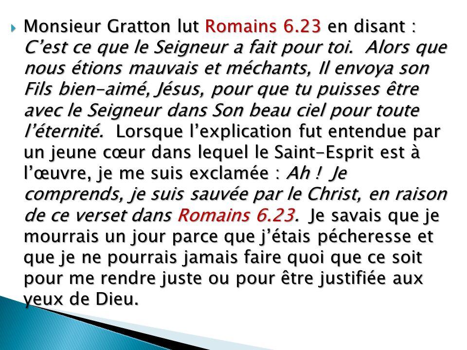 Monsieur Gratton lut Romains 6.23 en disant : Cest ce que le Seigneur a fait pour toi.