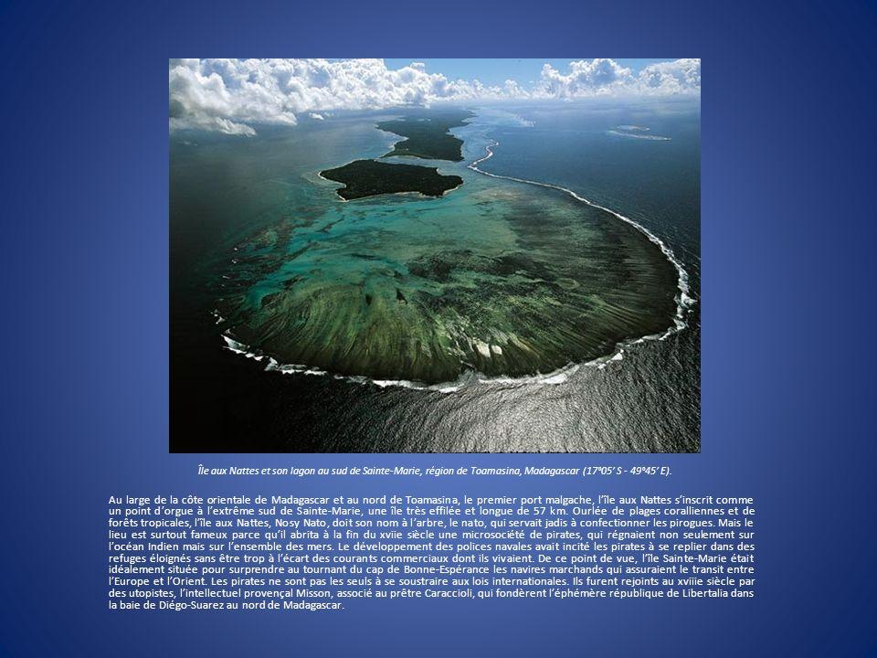 Île aux Nattes et son lagon au sud de Sainte-Marie, région de Toamasina, Madagascar (17°05 S - 49°45 E). Au large de la côte orientale de Madagascar e