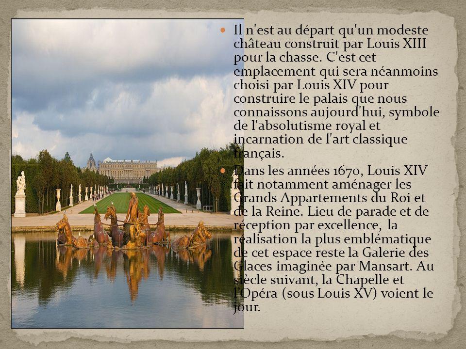 Il n'est au départ qu'un modeste château construit par Louis XIII pour la chasse. C'est cet emplacement qui sera néanmoins choisi par Louis XIV pour c