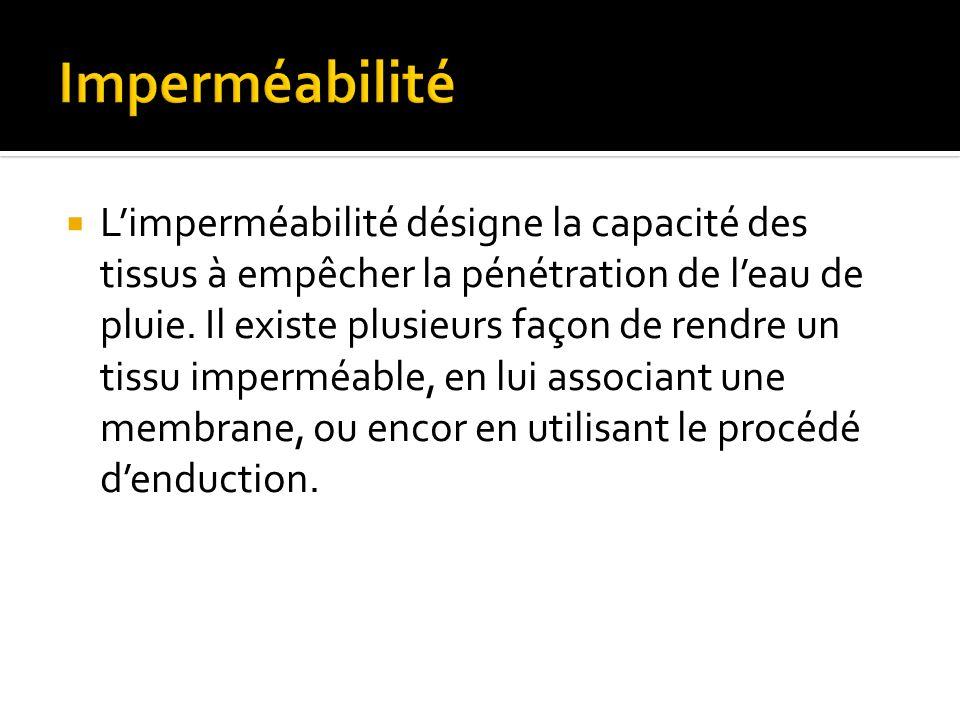 Limperméabilité désigne la capacité des tissus à empêcher la pénétration de leau de pluie.