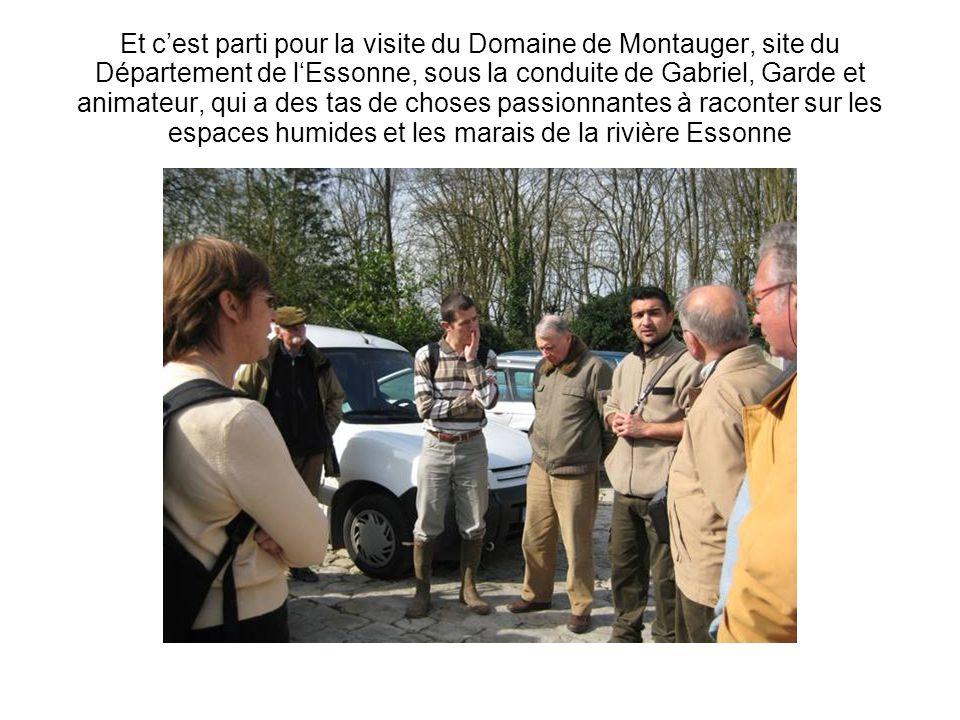 Et cest parti pour la visite du Domaine de Montauger, site du Département de lEssonne, sous la conduite de Gabriel, Garde et animateur, qui a des tas