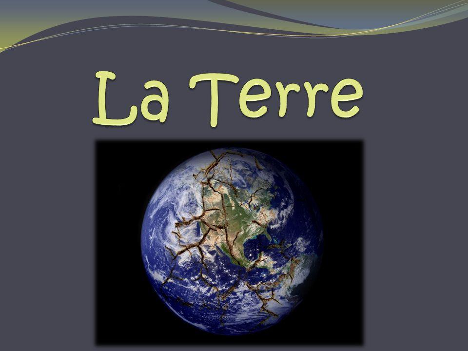 Lintérieur de la Terre La Terre est composée de quatre couches distinctes; soient lécorce terrestre, le manteau, le noyau externe et le noyau interne.