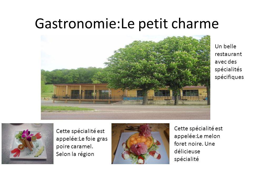 Gastronomie:Le petit charme Un belle restaurant avec des spécialités spécifiques Cette spécialité est appelée:Le foie gras poire caramel. Selon la rég