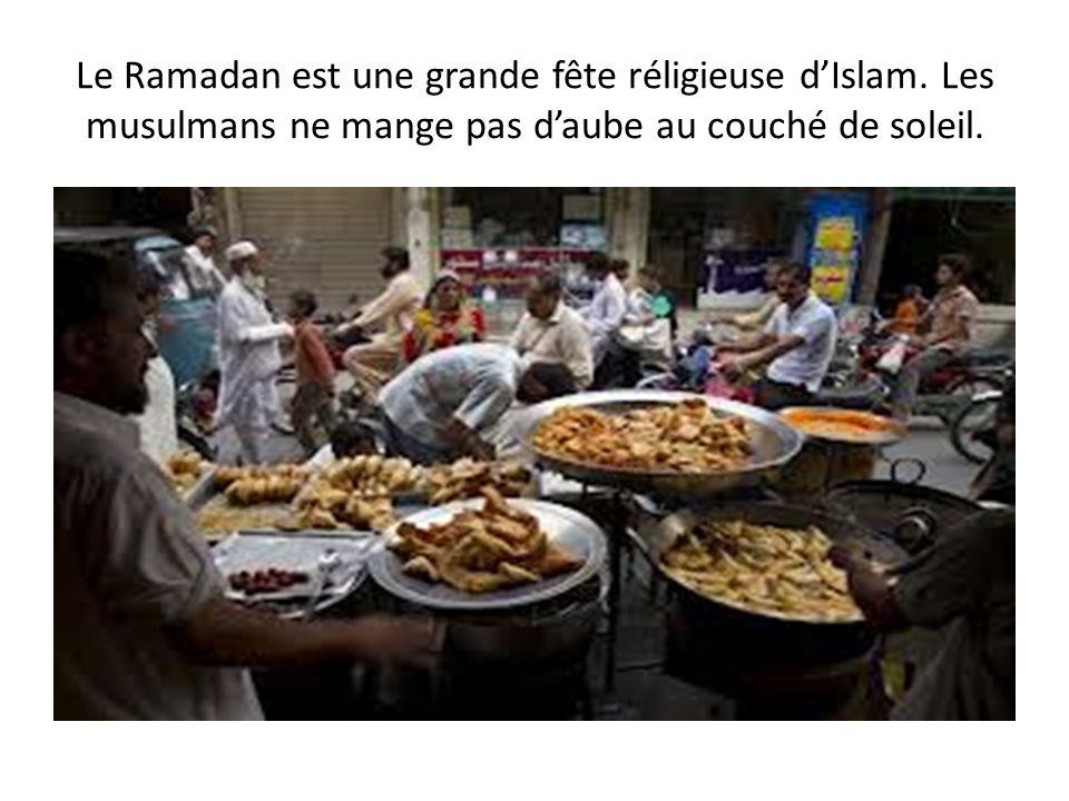 Le Ramadan est une grande fête réligieuse dIslam. Les musulmans ne mange pas daube au couché de soleil.