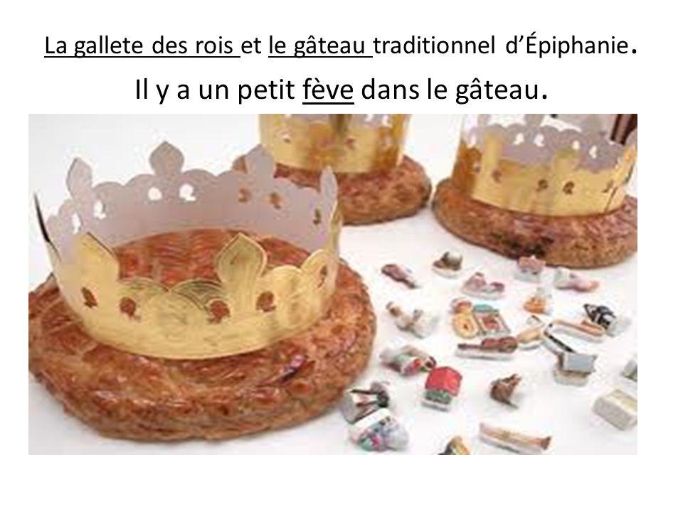 La gallete des rois et le gâteau traditionnel dÉpiphanie. Il y a un petit fève dans le gâteau.