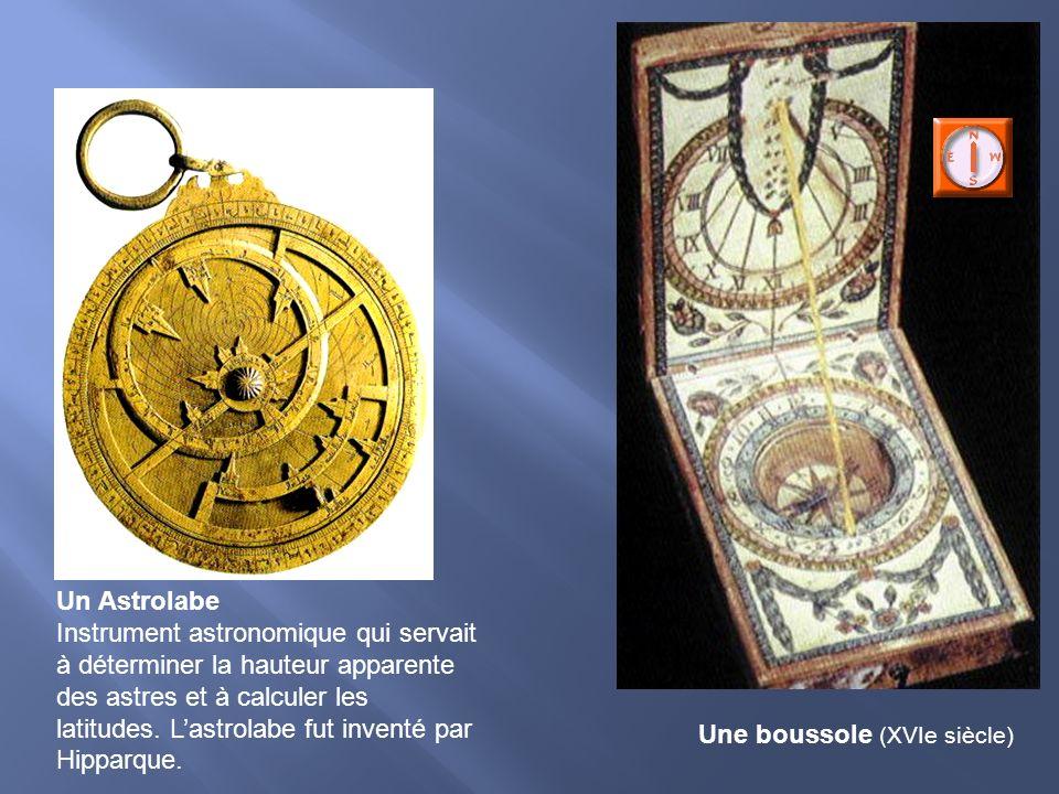 Un Astrolabe Instrument astronomique qui servait à déterminer la hauteur apparente des astres et à calculer les latitudes. Lastrolabe fut inventé par