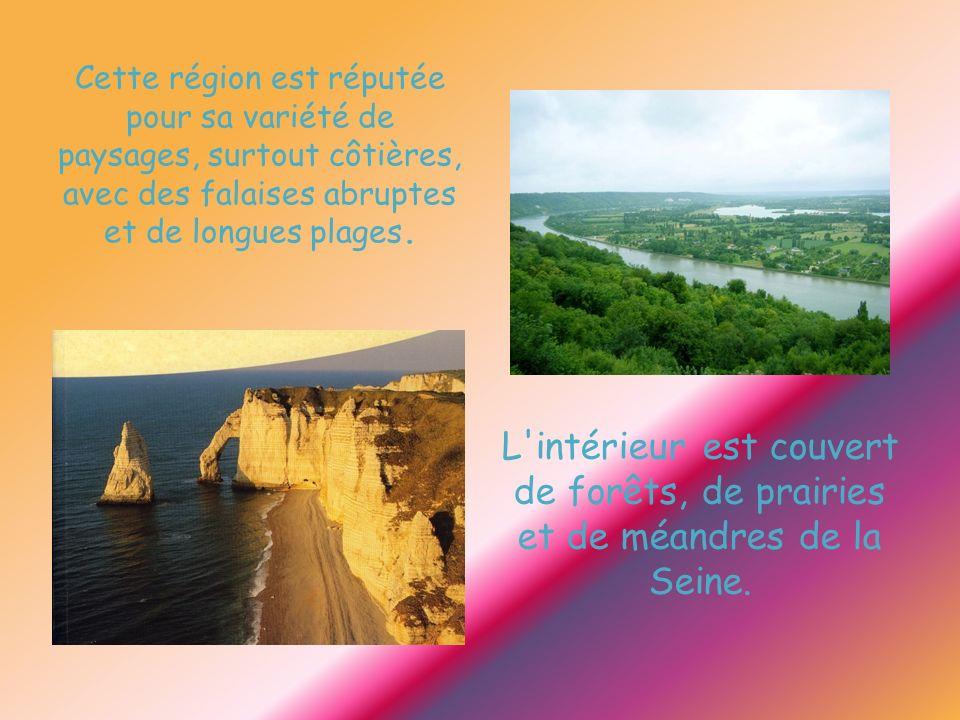 Cette région est réputée pour sa variété de paysages, surtout côtières, avec des falaises abruptes et de longues plages.