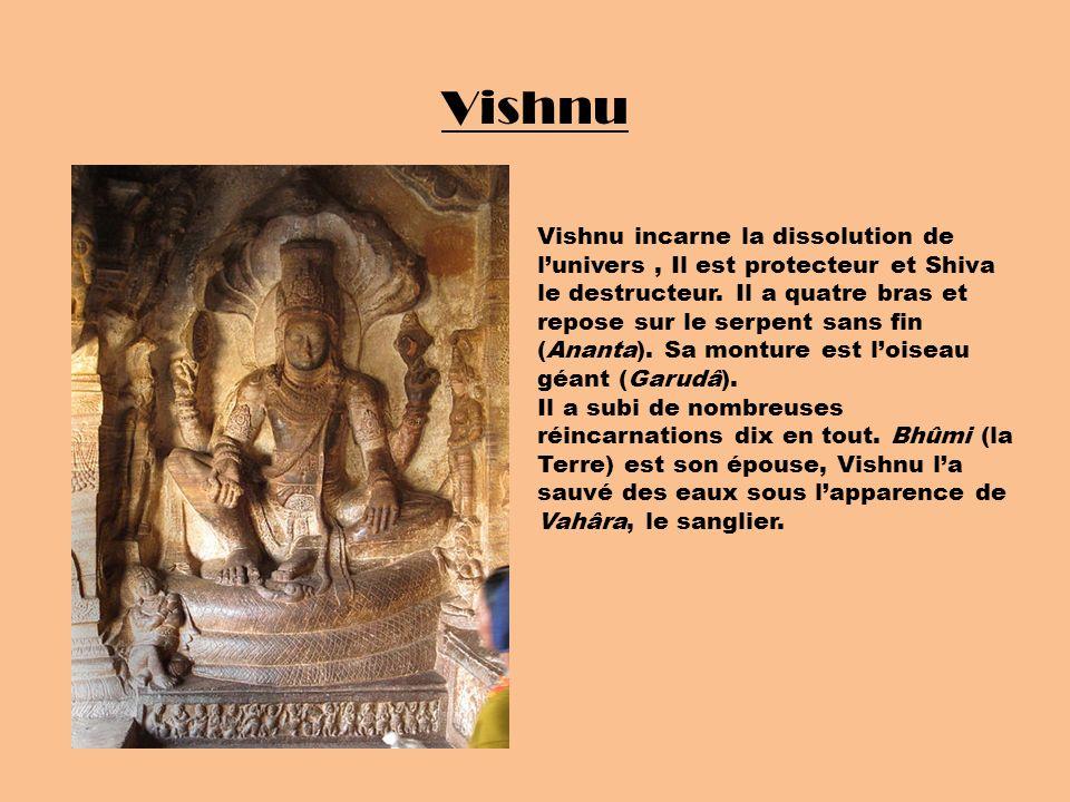 Vishnu Vishnu incarne la dissolution de lunivers, Il est protecteur et Shiva le destructeur. Il a quatre bras et repose sur le serpent sans fin (Anant