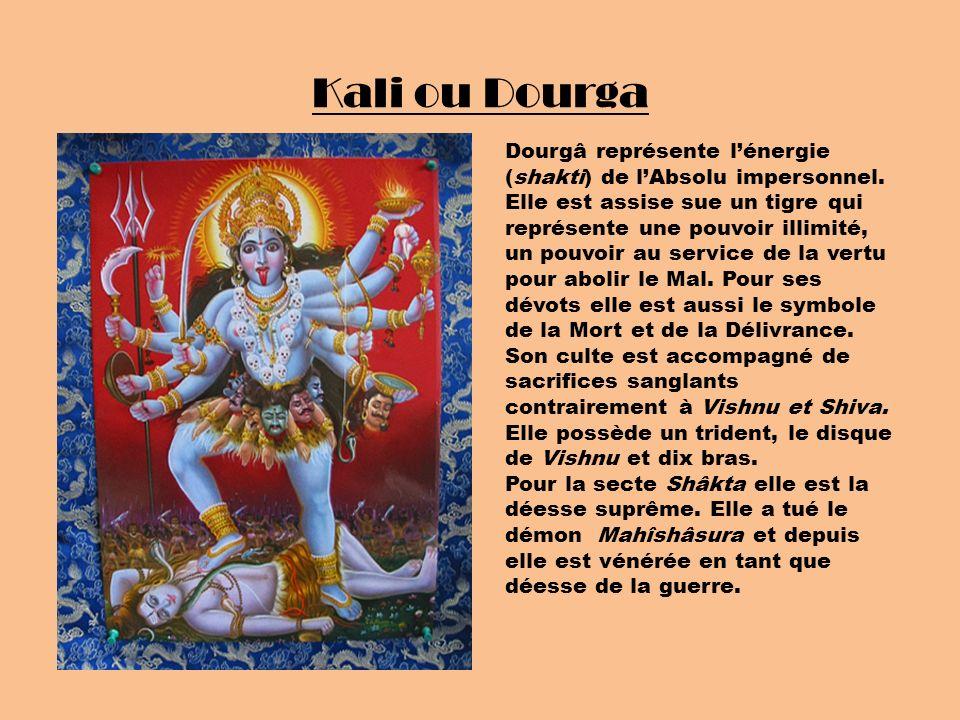 Kali ou Dourga Dourgâ représente lénergie (shakti) de lAbsolu impersonnel. Elle est assise sue un tigre qui représente une pouvoir illimité, un pouvoi