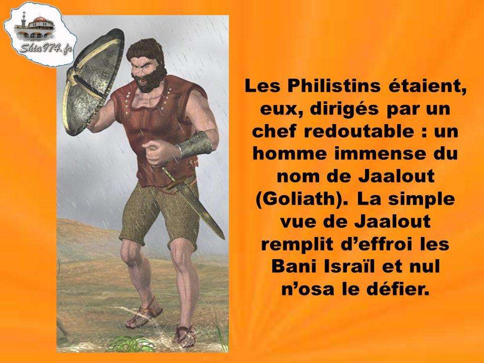 Les Philistins étaient, eux, dirigés par un chef redoutable : un homme immense du nom de Jaalout (Goliath). La simple vue de Jaalout remplit deffroi l