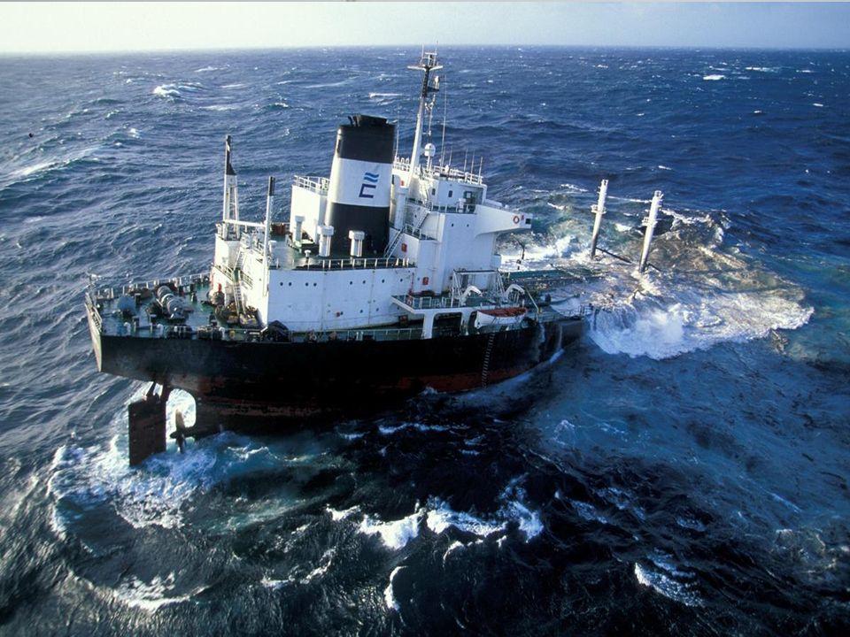 Allégement et brûlage 1) Allégement Lallégement consiste a transférer vers un autre navire ou une barge la cargaison de pétrole dun navire, est le meilleur moyen de lutter contre une pollution.