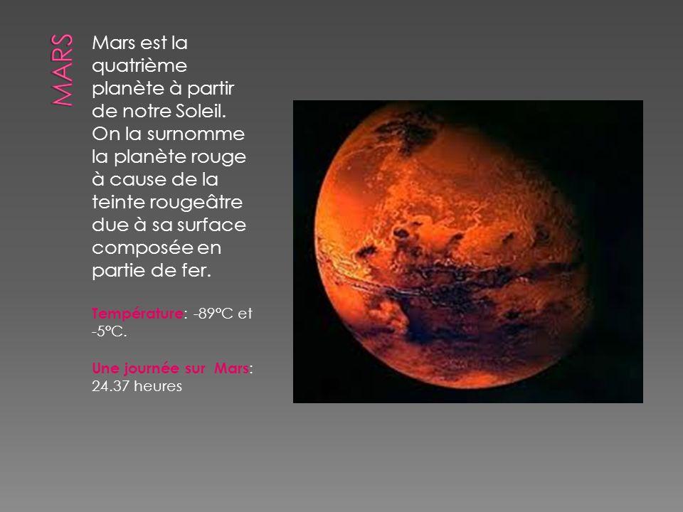 Mars est la quatrième planète à partir de notre Soleil. On la surnomme la planète rouge à cause de la teinte rougeâtre due à sa surface composée en pa