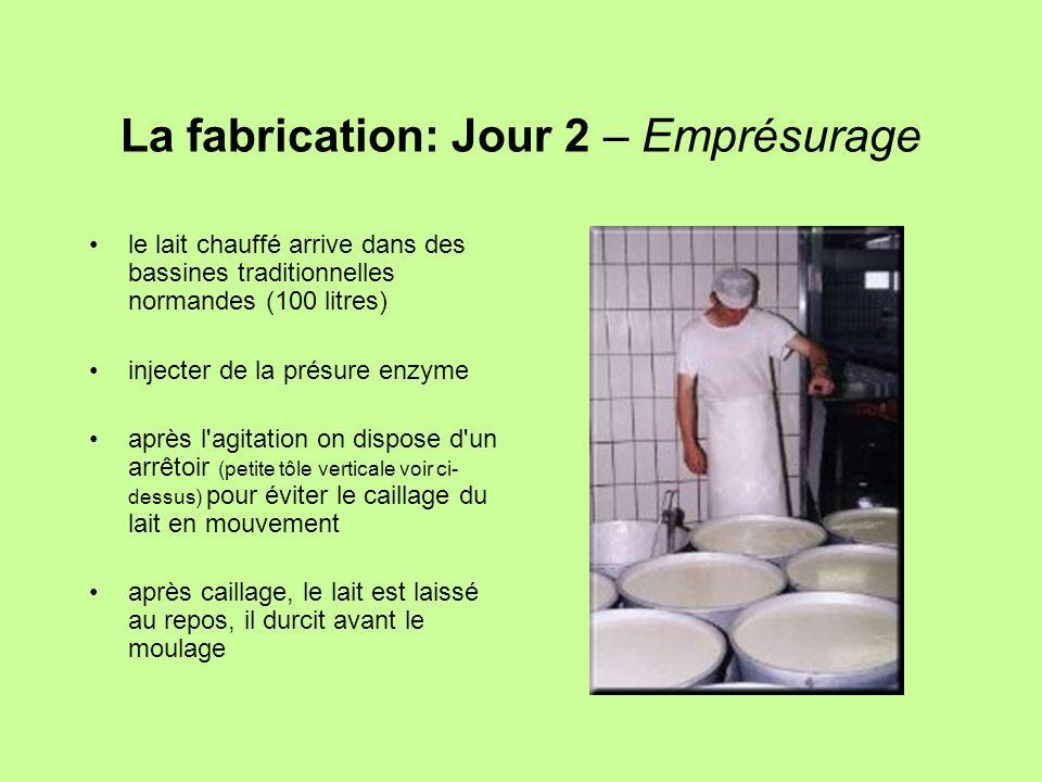 La fabrication: Jour 2 – Emprésurage le lait chauffé arrive dans des bassines traditionnelles normandes (100 litres) injecter de la présure enzyme apr