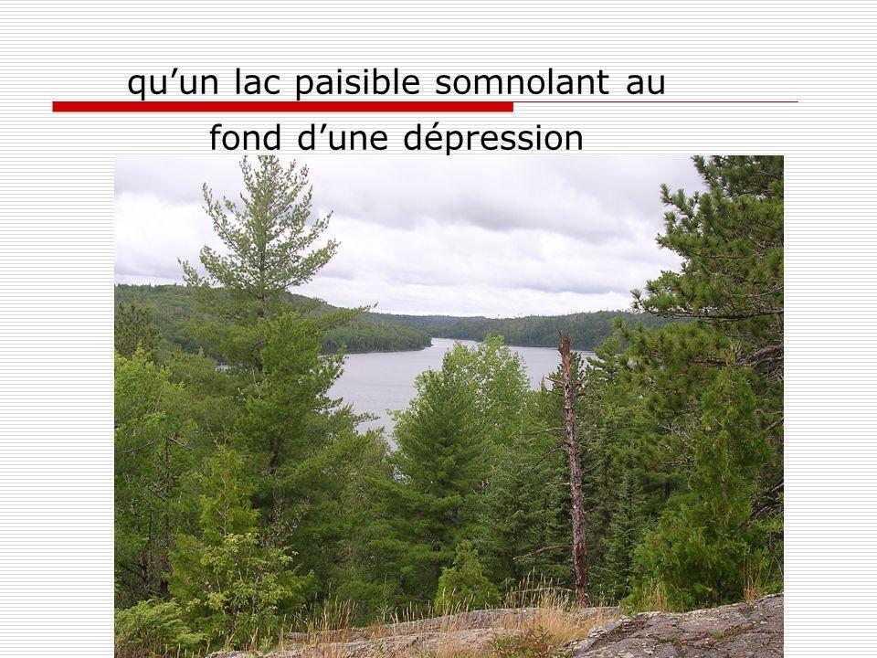 quun lac paisible somnolant au fond dune dépression