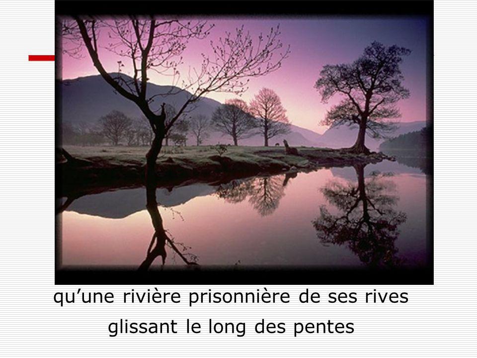 quune rivière prisonnière de ses rives glissant le long des pentes
