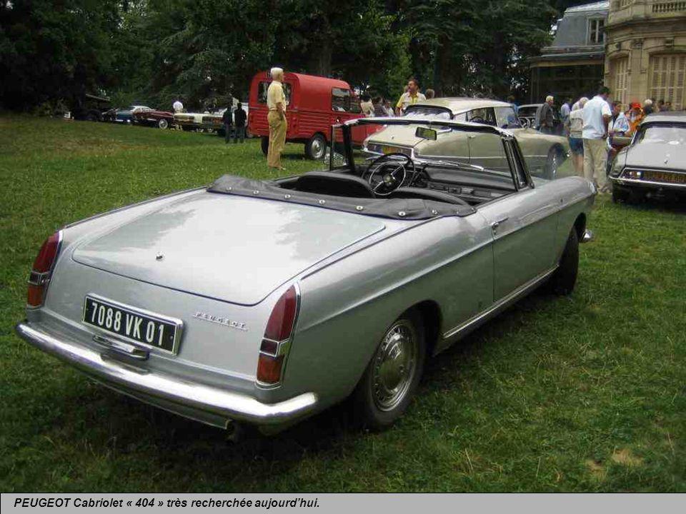 PEUGEOT Cabriolet « 404 » du même auteur, lancé en 1961, produit jusquen 1968.