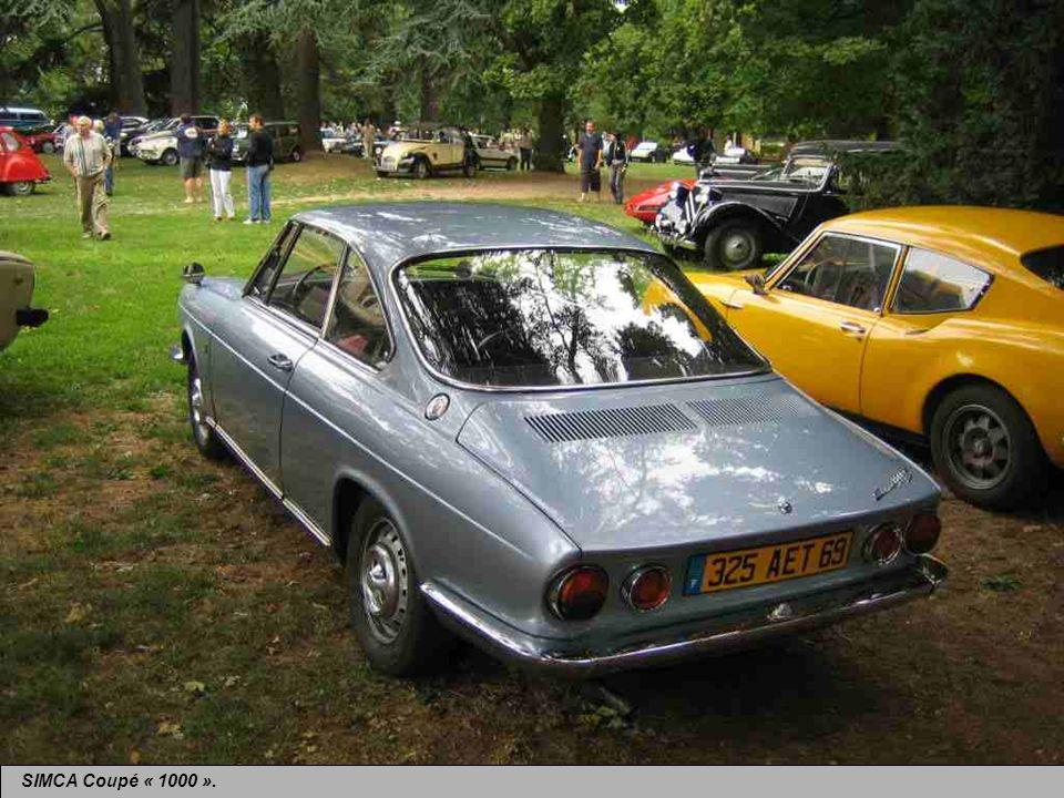 SIMCA Coupé « 1000 » dérivé de la berline des années 60, mais en plus sportif, et dessiné par lItalien Bertone.