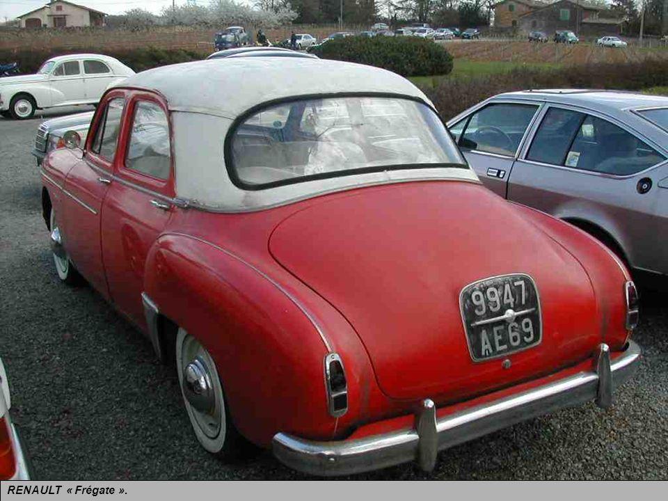 RENAULT « Frégate » présentée en 1950 et produite jusquen 1960. Le haut de gamme de la Régie après-guerre.