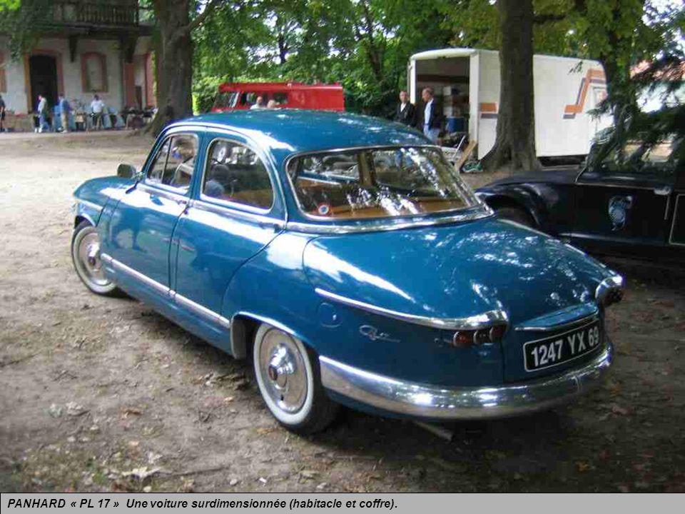 PANHARD « PL 17 » dérivée de la Z de 1953 et produite jusquen 1965 sous lappellation « 17 » avec un petit mais vaillant moteur bicylindre de 850 cm3 r