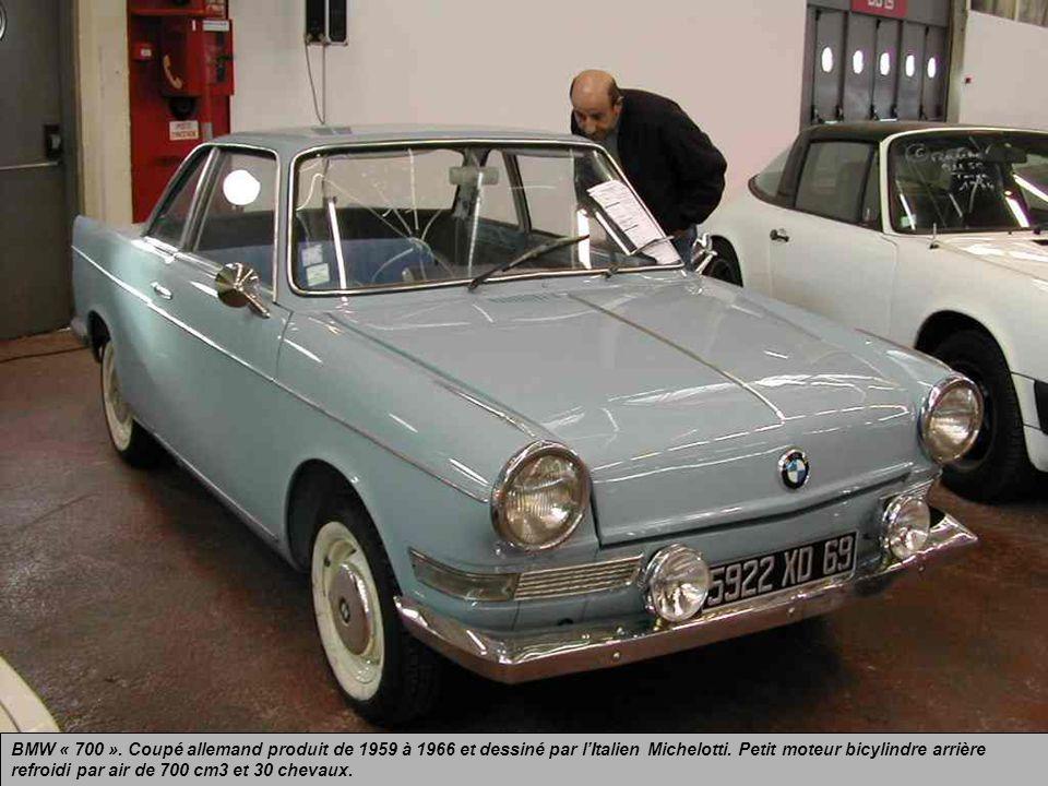 VOLSKWAGEN Coupé « Karmann Ghia », allemand, lancé en 1955 et produit jusquen 1974. Cest la version « coupé » de la célèbre « Coccinelle » dont elle h