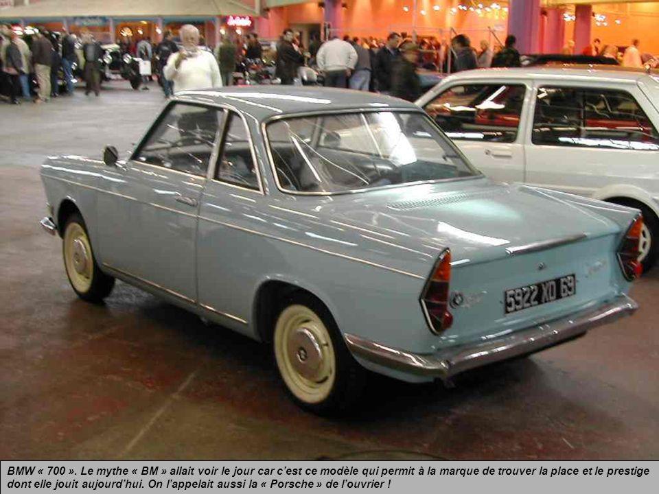 BMW « 700 ». Coupé allemand produit de 1959 à 1966 et dessiné par lItalien Michelotti. Petit moteur bicylindre arrière refroidi par air de 700 cm3 et