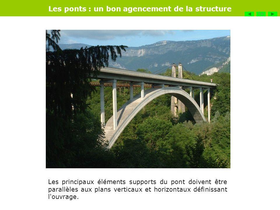 Les principaux éléments supports du pont doivent être parallèles aux plans verticaux et horizontaux définissant l'ouvrage. Les ponts : un bon agenceme